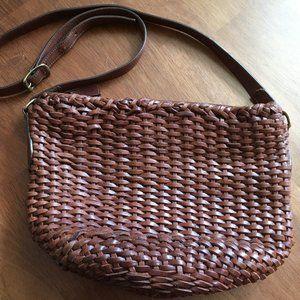 Woven leather purse w shoulder/cross body adj strp